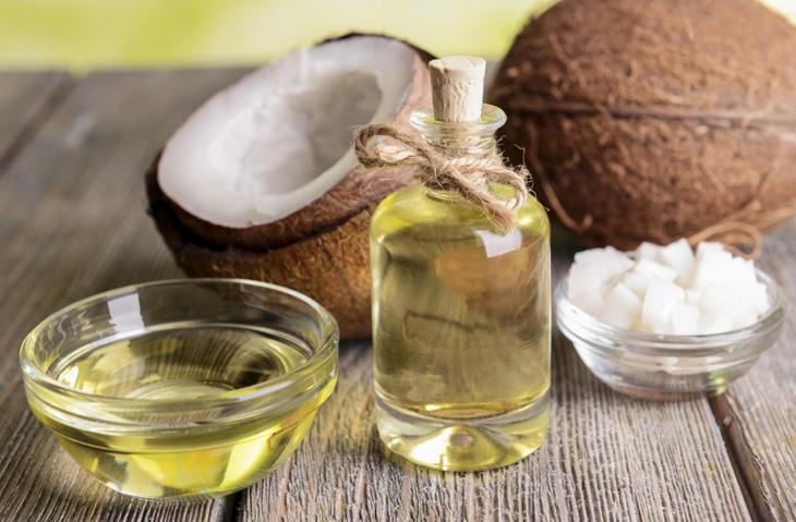 Điều trị thâm mụn tại nhà bằng dầu dừa chống oxy hóa