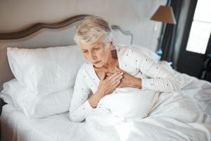 Nắm rõ tim đập nhanh khi ngủ là bệnh gì giúp bạn kiểm soát tình trạng này tốt hơn