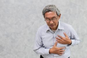 Đau thắt ngực là triệu chứng thiếu máu cơ tim điển hình