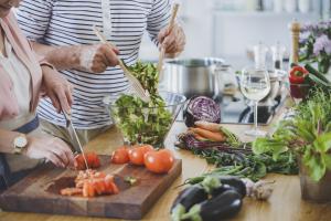 Người chăm sóc bệnh nhân suy tim cần hiểu rõ người suy tim nên ăn gì, kiêng gì