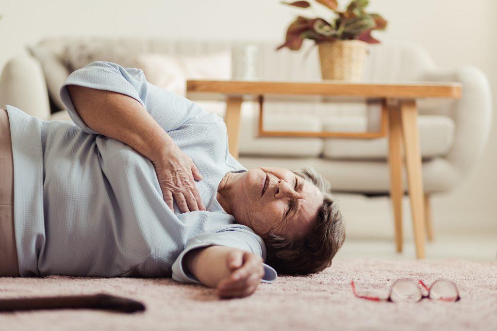Hoa mắt, chóng mặt, ngất xỉu là những triệu chứng khi bị hở van tim