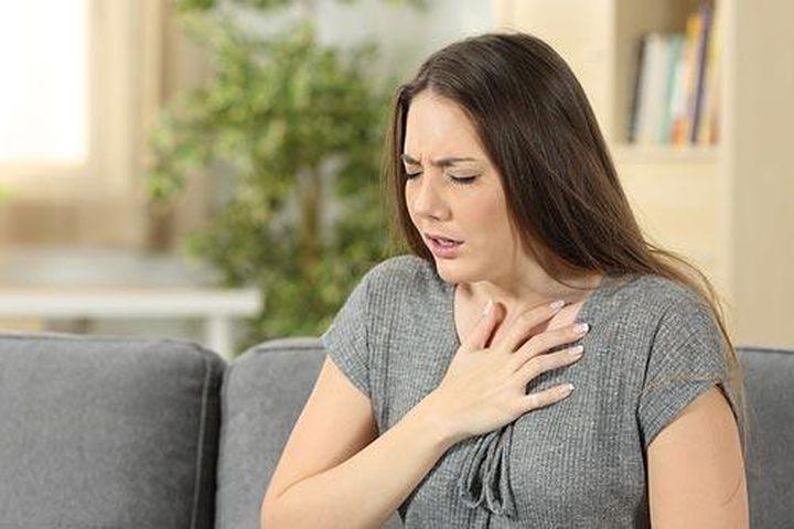 Người bệnh cần điều trị hở van tim khi có triệu chứng khó thở, mệt mỏi...