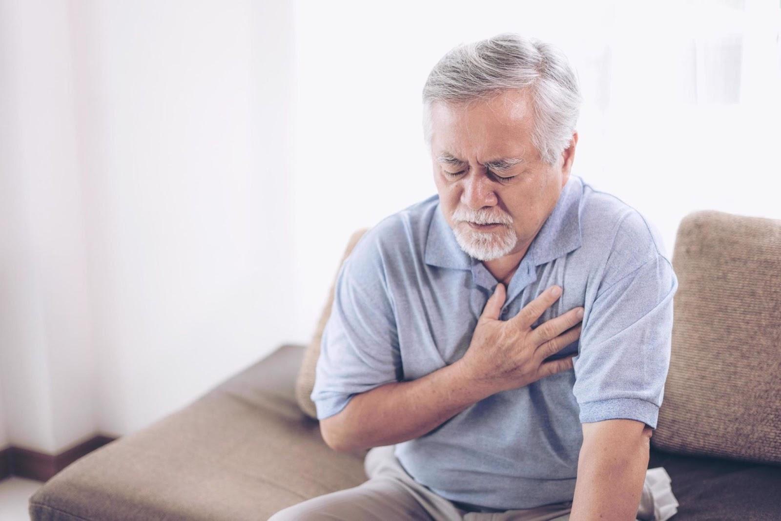 Đau ngực là triệu chứng bệnh mạch vành điển hình