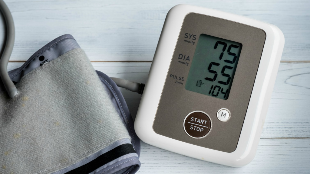Hạ huyết áp là tác dụng phụ thường gặp khi dùng thuốc Coversyl