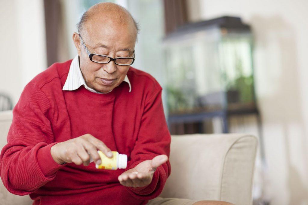 Uống thuốc đúng giờ, đủ liều giúp ngăn ngừa huyết áp tăng đột ngột