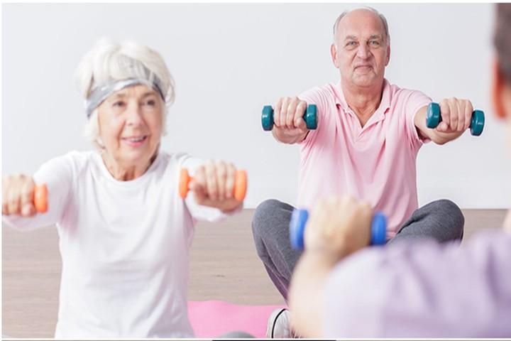 Luyện tập thể thao giúp điều trị run tay chân