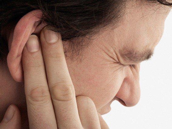 Ù tai phải có nguy hiểm không?