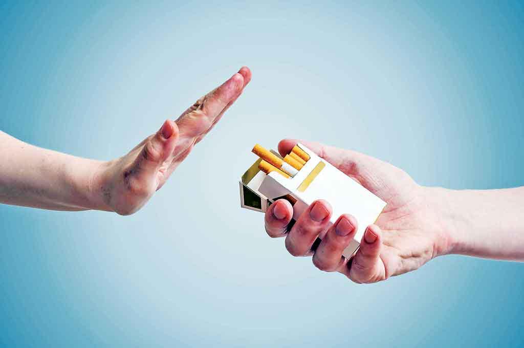Bỏ hút thuốc có thể hạn chế tình trạng bị viêm thanh quản