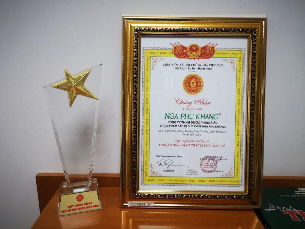 """Nga Phụ Khang nhận giải thưởng """"Thương hiệu vàng chất lượng quốc tế 2020"""""""